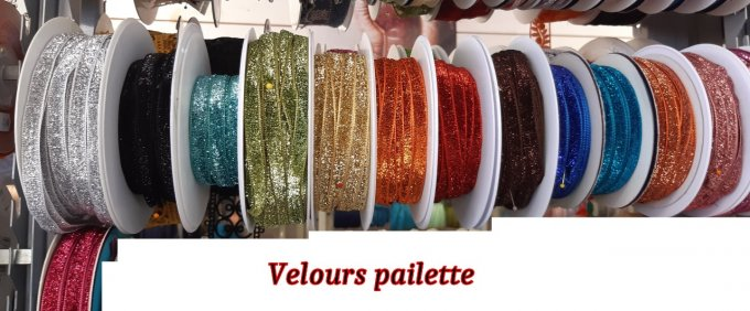 Le strass / Velours paillettes